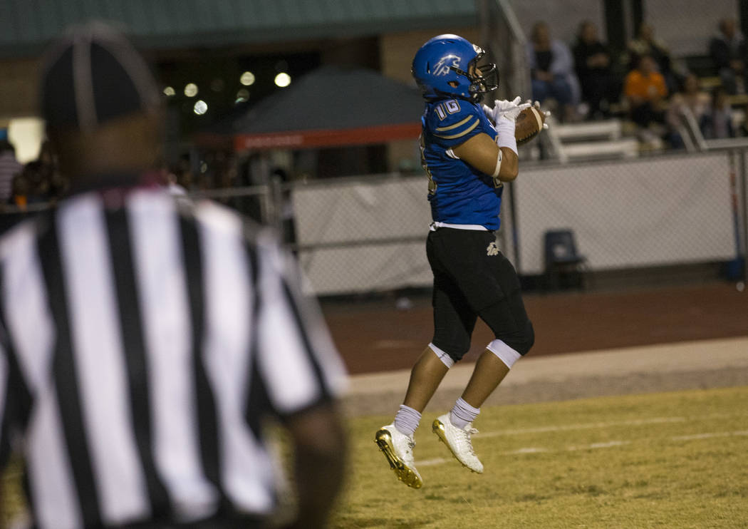 Sierra Vista wide receiver Tristen Jimenez (16) makes a catch in the end zone for a touchdown against Durango during the first half of a varsity football game at Sierra Vista High School in Las Ve ...