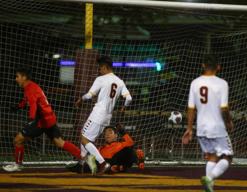 Coronado's Alfredo Diaz (13) scores against Eldorado's Emiliano Garcia during the state quarterfinal game at Faith Lutheran High School in Las Vegas, Thursday, Nov. 8, 2018. Caroline Brehman/Las V ...