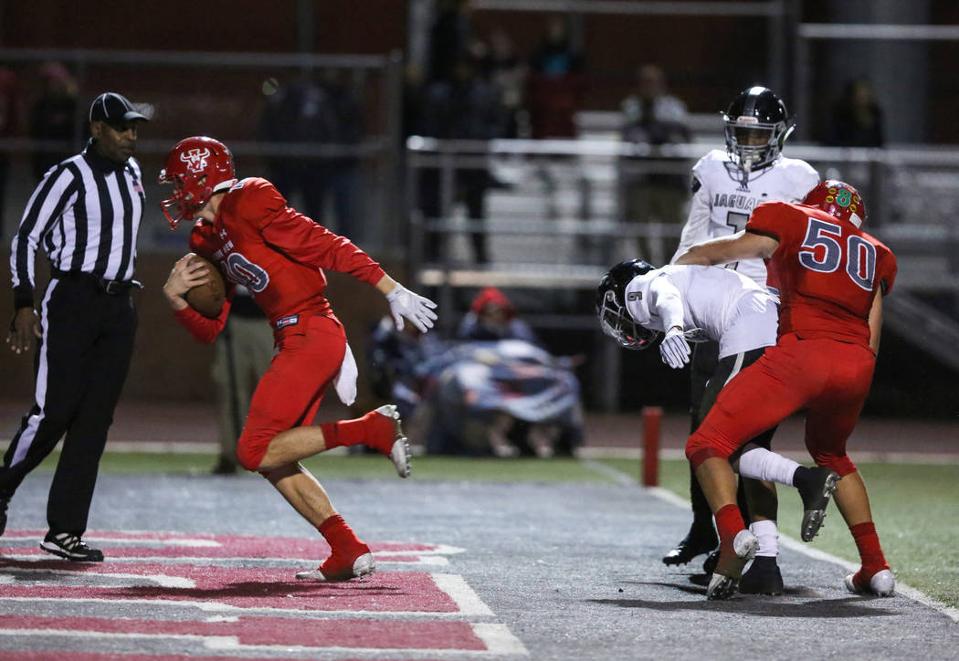 Arbor View's Logan Bollinger (10) scores the winning touchdown over Desert Pines during second half of the Mountain Region football semifinal game at Arbor View High School in Las Vegas, Friday, N ...