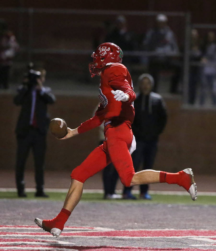 Arbor View's Logan Bollinger (10) scores the winning touchdown over Arbor View during second half of the Mountain Region football semifinal game at Arbor View High School in Las Vegas, Friday, Nov ...