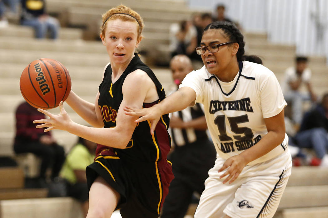 Makayla Gent, left, is one of 11 returnees for Pahrump Valley. Andrea Cornejo/Las Vegas Review-Journal @DreaCornejo