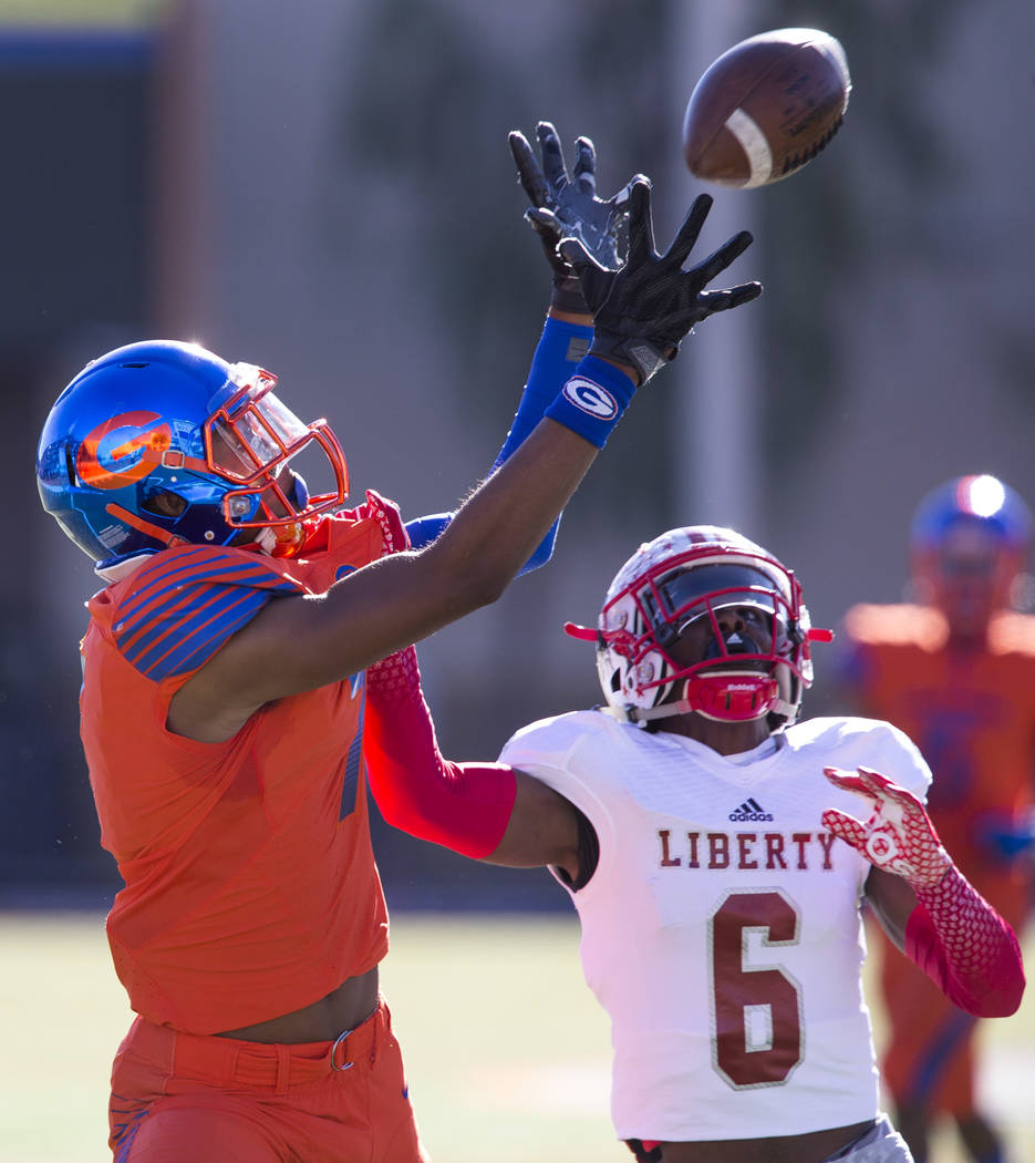 Bishop Gorman's Donovan Smith (7) pulls in the ball over Liberty's Donte Bowers (6) during the first half of the NIAA 4A Desert Region championship game at Bishop Gorman High School in Las Vegas o ...