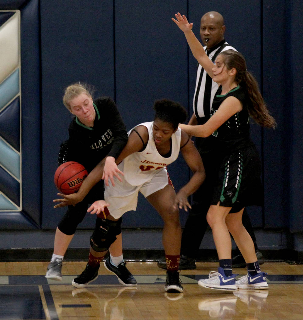 Palo Verde forward Ashley Marushok (25), left, battles for a loose ball with Thomas Jefferson (Wash.) forward Aunna Mitchell (32) as Palo Verde Alana Sullivan (21), right, looks on in the fourth q ...