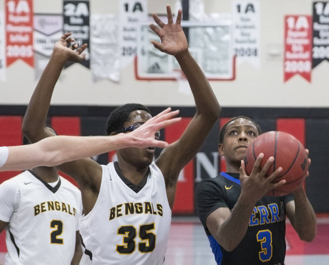 Sierra Vista senior Calvin Richards (3) drives past Bonanza senior Ian White (35) and senior Joseph Brooks (2) in the first quarter during the semifinals of the Vegas Invitational boys basketball ...