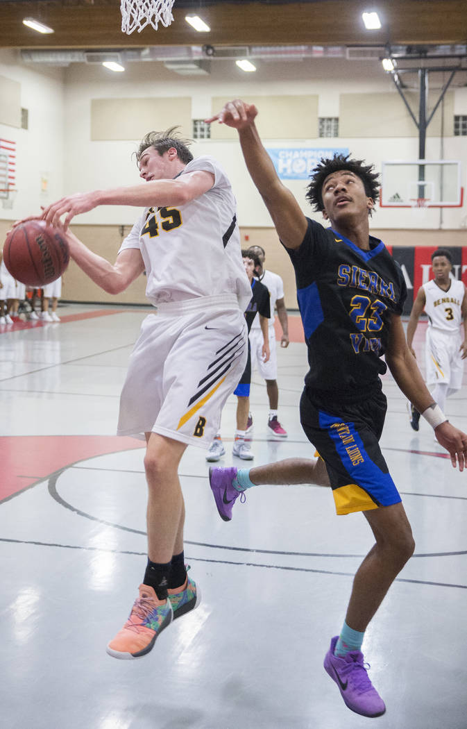 Bonanza senior Kadin Warner (45) fights for a rebound with Sierra Vista senior Antonio McCoy (23) in the second quarter during the semifinals of the Vegas Invitational boys basketball tournament o ...