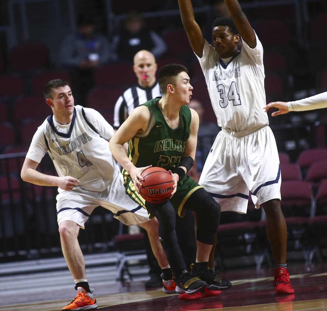 Incline's TT Valosek (24) moves the ball against The Meadows' Joe Epstein (4) and Obinna Ezeanolue (34) during the second half of the Class 2A boys basketball state championship game at the Orlean ...