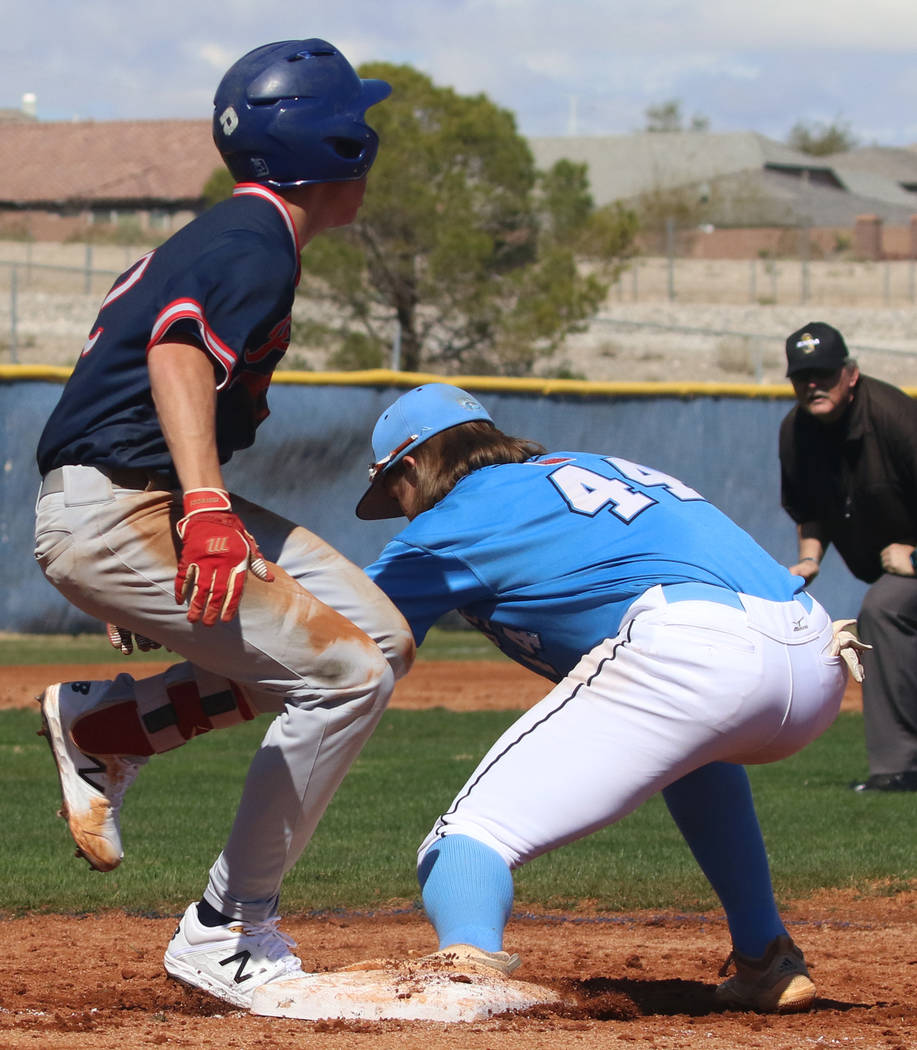 Centennial's third baseman Kris Bow (44) tags Liberty's Jack Hale during their baseball game at Centennial High School on Thursday, March 7, 2019, in Las Vegas. Centennial won 5-4. (Bizuayehu Tesf ...