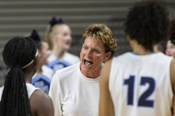 Centennial head coach Karen Weitz fires up her team in the first quarter during the Bulldogs Cl ...