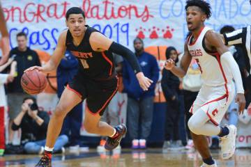 Liberty's Julian Strawther (0) dribbles the ball down court in the third quarter of a game betw ...