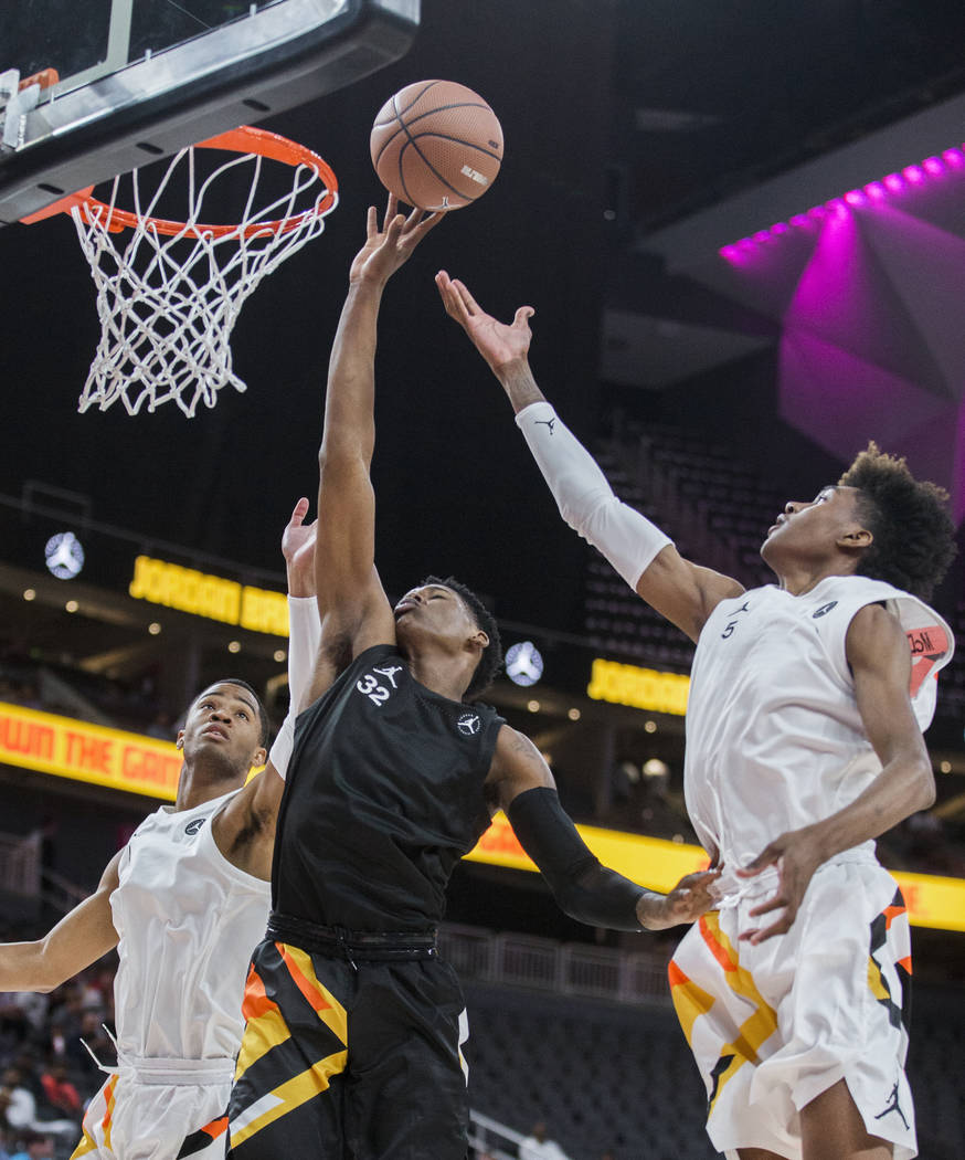 Romeo Weems (32) drives past Jaden McDaniels (5) and Cassius Stanley (4) in the first half duri ...