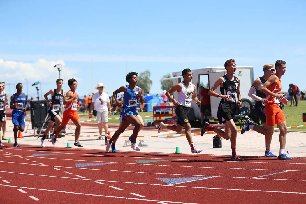 Runners compete in the Desert Region boys 3200 meter run at Desert Oasis High School in Las Veg ...