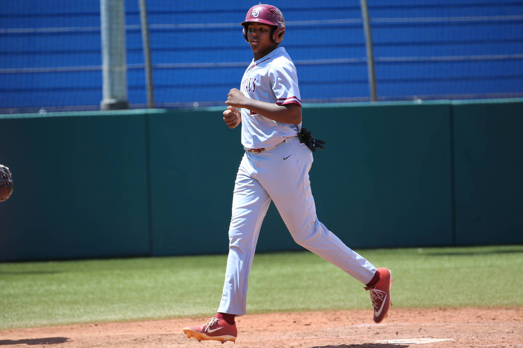 Desert Oasis' Jacob Walsh (21) runs home for a run against Las Vegas in the Southern Nevada cha ...