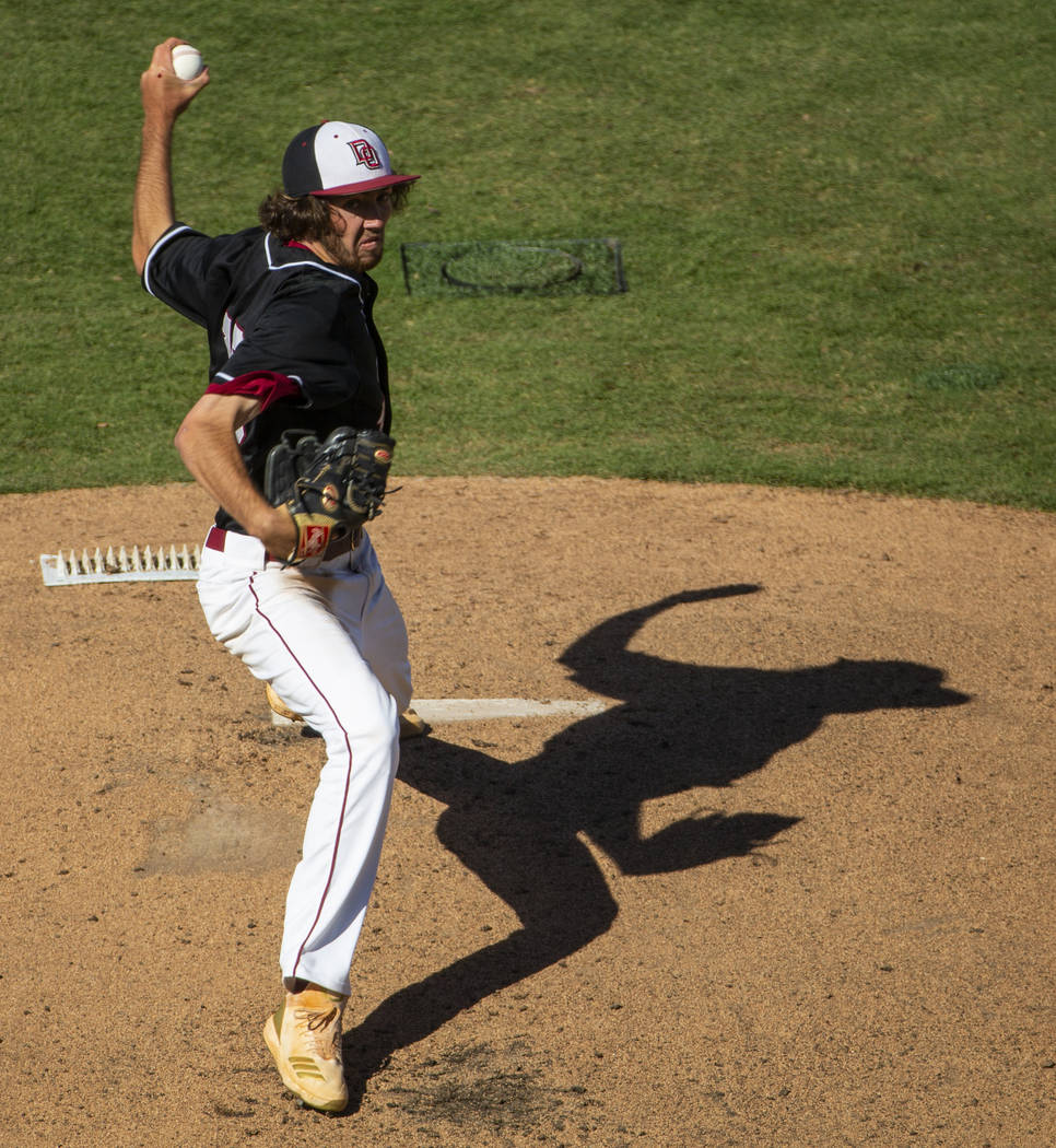 Desert Oasis pitcher Campbell Holt (15) winds up for a Reno batter during their Class 4A state ...