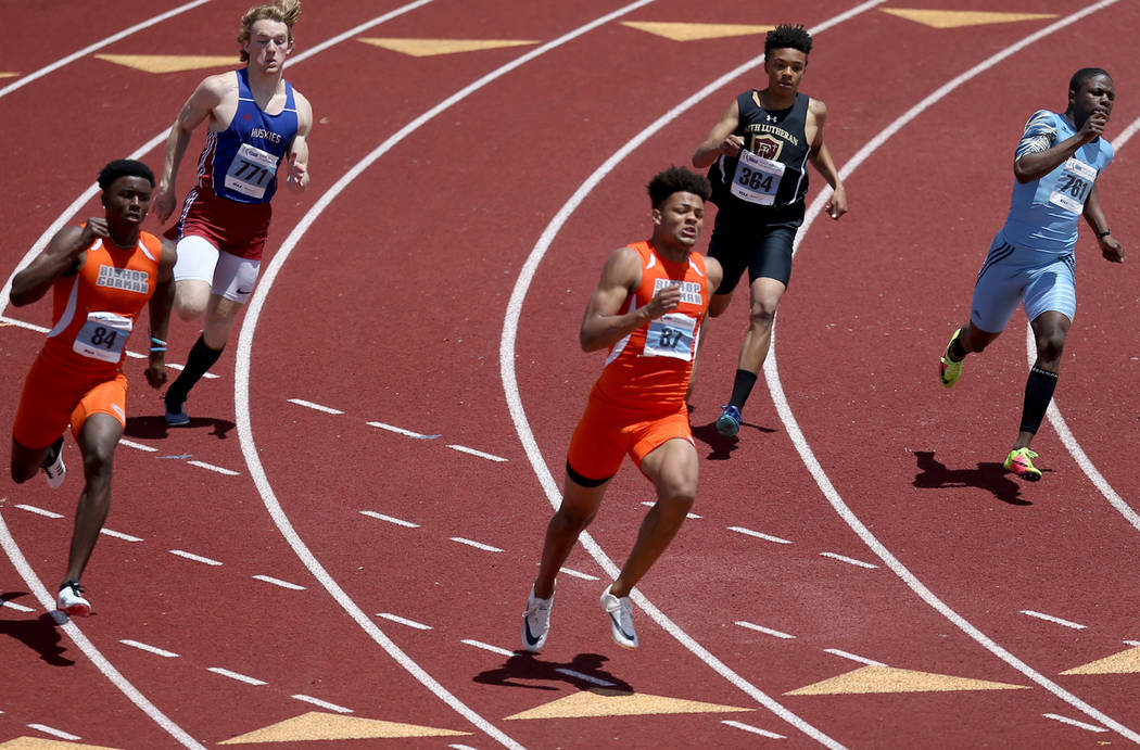 Rome Odunze Bishop Gorman, center, on his way to winning 200 meters with a time of 21.25 second ...